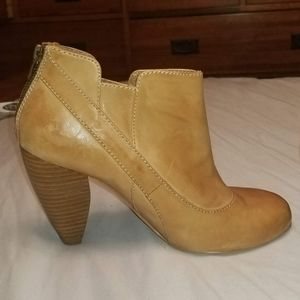 Very Volatile tan leather bootie 8.5